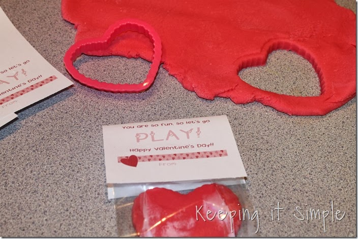 homemade-play-dough-easy-valentine (6)