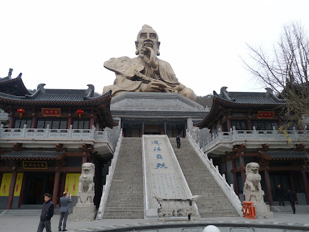 Taoism China: statuia lui Laozi la Maoshan