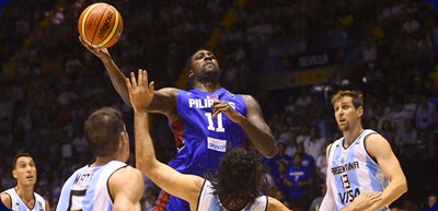 Philippines' centre Andray Blatche (L) vies with Argentina's forward Luis Scola during the 2014 FIBA World basketball championships group B match Argentina vs Philippines at the Palacio Municipal de Deportes in Sevilla on September 1, 2014.   AFP PHOTO/ PIERRE-PHILIPPE MARCOU