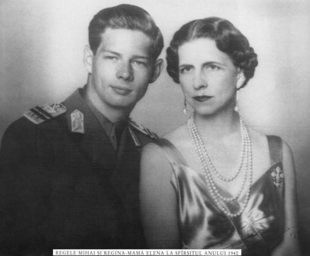 https://lh3.ggpht.com/-HafTXpUbkOc/UTCpumnSItI/AAAAAAAASBc/zKg2KaYnydc/s1600/regele-mihai-si-regina-mama-elena-1940_f27dceebfeeaa1.jpg