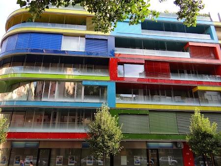 16. Blocuri colorate din Budapesta.JPG