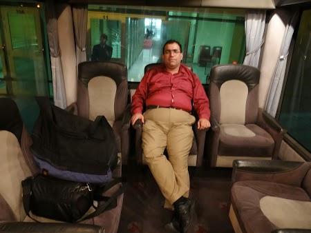 03. In microbuz Qatar Airways.JPG