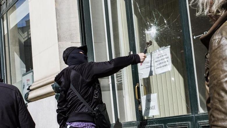 Manif antifa en hommage à Clément Méric : Manches de pioche, violences, vandalisme… 14 interpellations (vidéo) dans France mani+antifa+23+juin+2013