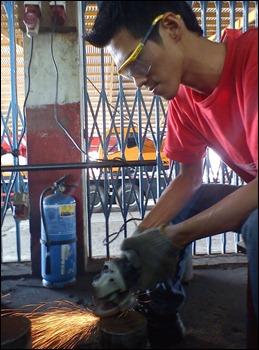 lelaki welding besi