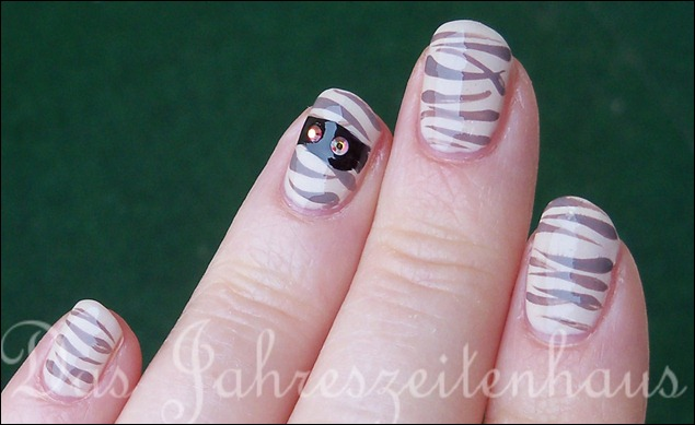 Halloween Nails Mumie 3
