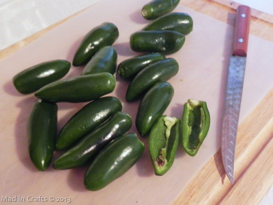 pull out jalapeno seeds and ribs