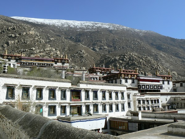 Obiective turistice Tibet: manastirea Drepung.JPG