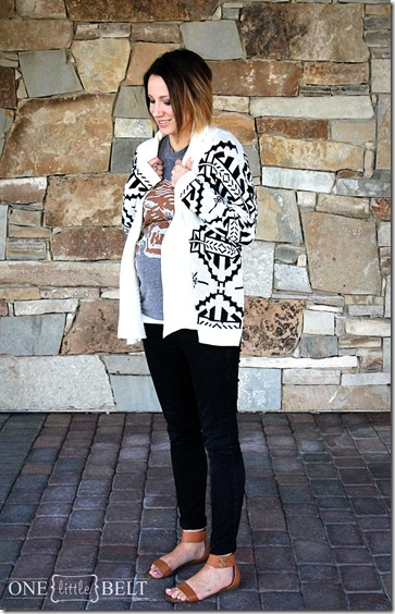 graphic-tee-black-jeans-maternity-style