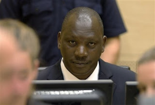 Thomas Lubanga, assis dans la salle d'audience de la Cour pénale internationale (CPI) à La Haye, Pays-Bas, le jeudi 25 août 2011. AP Photo / Michael Kooren, Pool