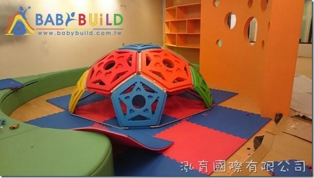 BabyBuild 半球攀爬區EVA軟墊鋪設施工