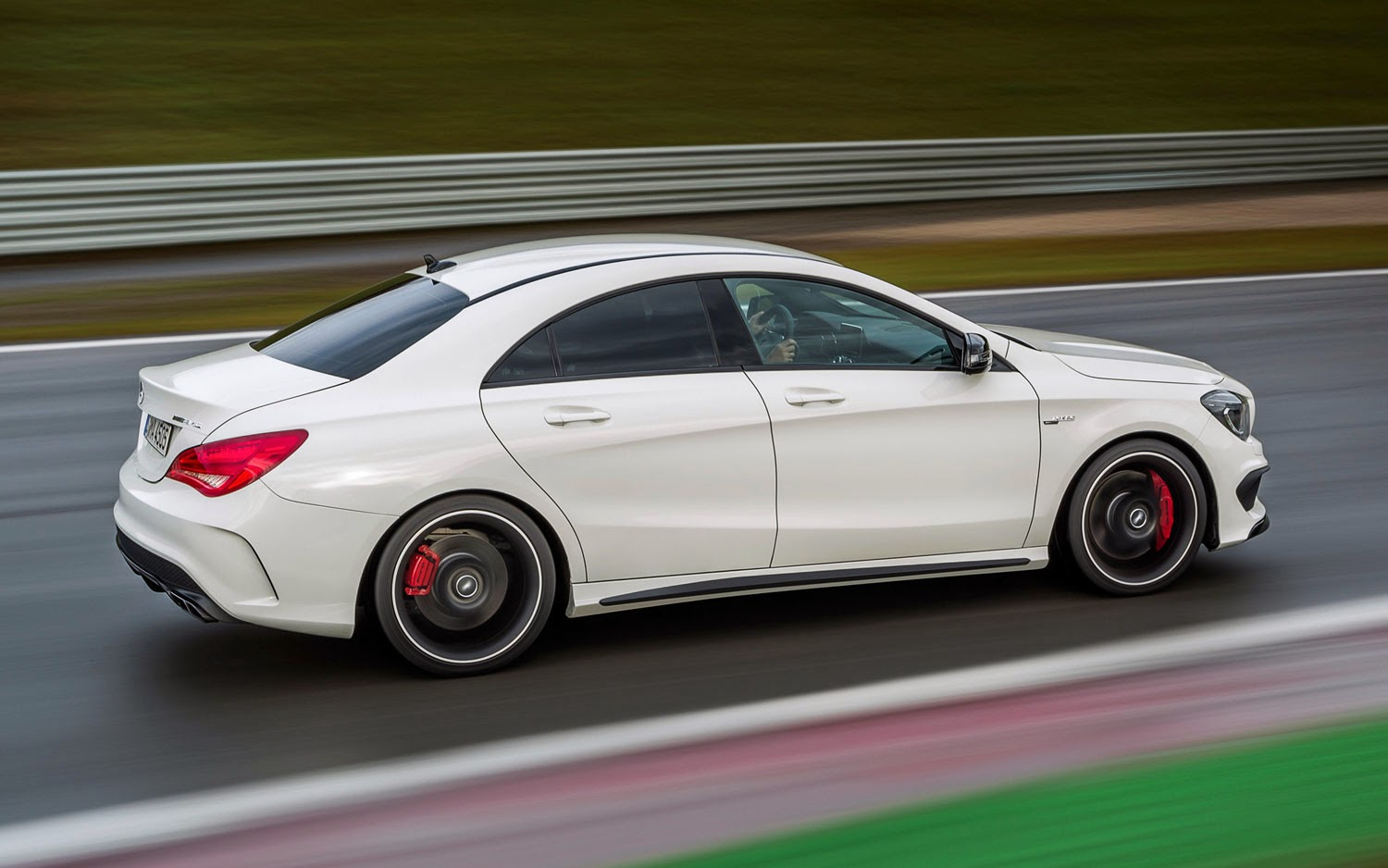 2014-Mercedes-Benz-CLA-45-AMG-mechbox