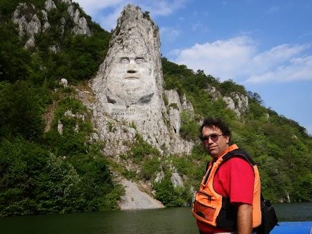 Croaziera pe Dunare:. Statuia lui Decebal