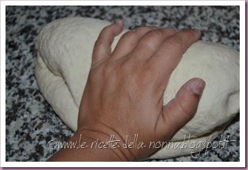 Focaccia genovese (olio, sale e rosmarino) (2)
