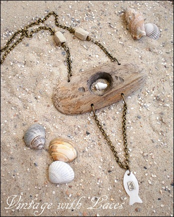 "Driftwood Jewelry. Necklace ""Fish"" by Vintage with Laces"