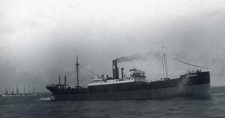 El CABO ESPARTEL II, construido en 1920, en las pruebas de mar. Foto del libro LA NAVIERA YBARRA.jpg