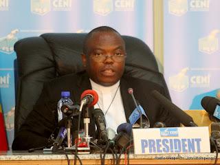 Des membres du bureau de la Ceni le 9/12/2011 à Kinshasa, lors de la publication finale des résultats provisoire de la présidentielle de 2011 en RDC. Radio Okapi/ Ph. John Bompengo