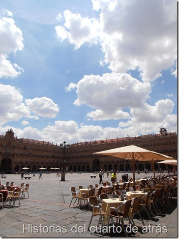 plaza mayor salamanca nubes