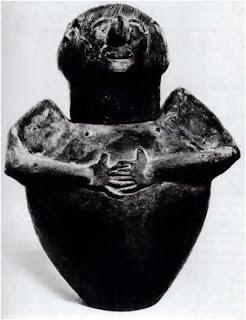 вторичный резонатор в виде кувшина в форме говорящего   человека с руками на груди