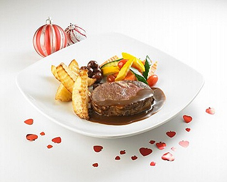 Swensens Roasted NZ Ribeye buttered vegetables, glazed chestnut potato wedges,brown gravy