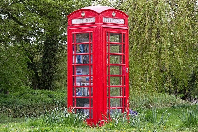 telephone-box-library-5