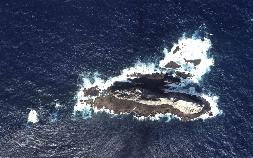 Aerial photo of Taishō-to (大正島)/Chìwěiyǔ (赤尾嶼/赤尾屿), one of the Senkaku/Diaoyu Islands disputed between Japan, China, and Taiwan