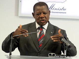 Lambert Mende Omalanga, ministre de la Communications et médias de la RDC ce 28/07/2011 à Kinshasa, lors d'un point de presse. Radio Okapi/ Ph. John Bompengo
