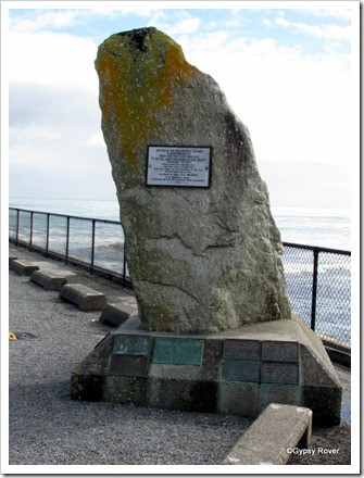 Memorial to the victims of the Greymouth bar into the harbour.