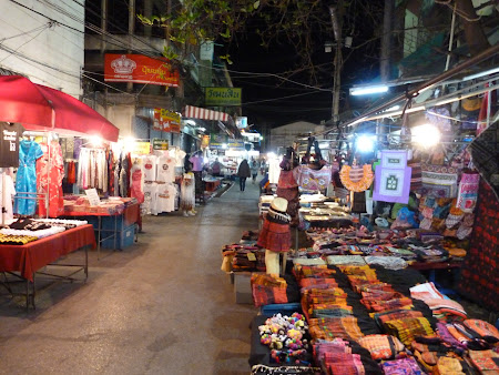Suvenire Thailanda: Piata de noapte din Chiang Rai