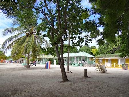 Vacanta Republica Dominicana: Satucul din Saona, vedere dinspre plaja