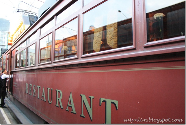 墨尔本Melbourne~ Chapter 12 (完结篇) 吃在电车航驶中 The Colonial Tramcar Restaurant