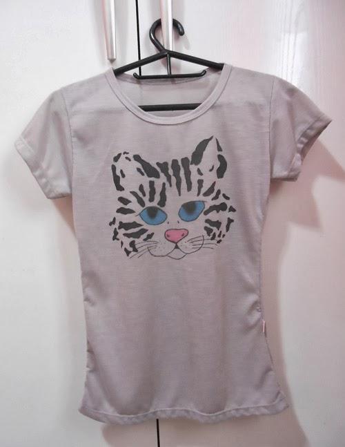 diy-customizando-camiseta-caneta-tecido-gato-3.jpg