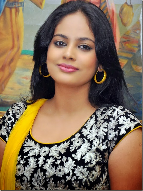 Nanditha_cute_in_yellow