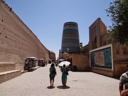 10. Primii pasi in Khiva.JPG