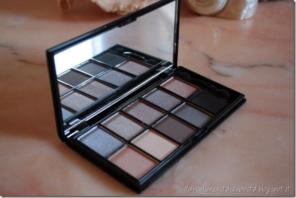 nyx the runaway collection 10 eyeshadow pallette