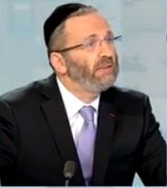 Invité de Ruth Elkrief, Gilles Bernheim, grand Rabbin de France, revient sur le débat du
