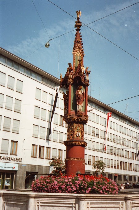 03. Fantana din Basel.jpg