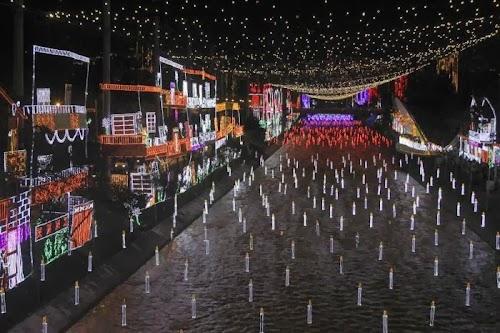 world_celebrating_christmas_24.jpg