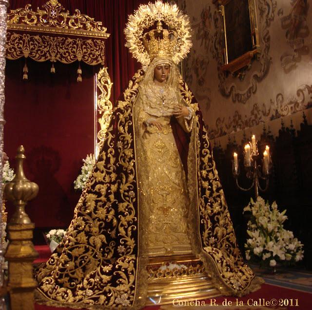Virgen de la Amargura - Besamanos novbre. 2011 00.jpg