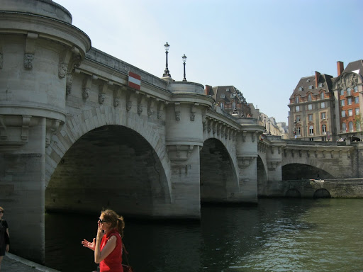 First stone bridge in paris