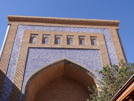 40. Mausoleul Pahlavon Mahmoud.JPG