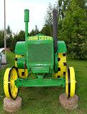 Veikiantis John Deere traktorius