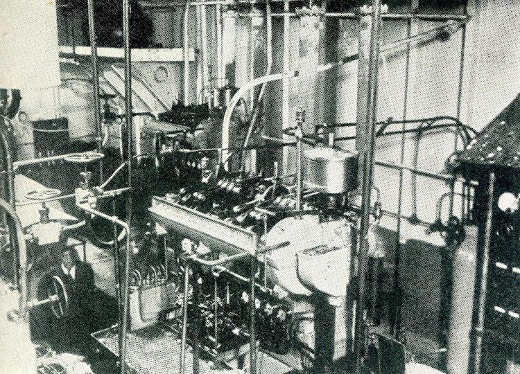 Foto mostrando los tres generadores de 65 kw. Del buque.jpg