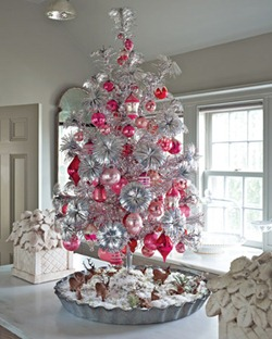 Photos-to-Decorating-ideas-the-tree-this-Christmas-2011-1