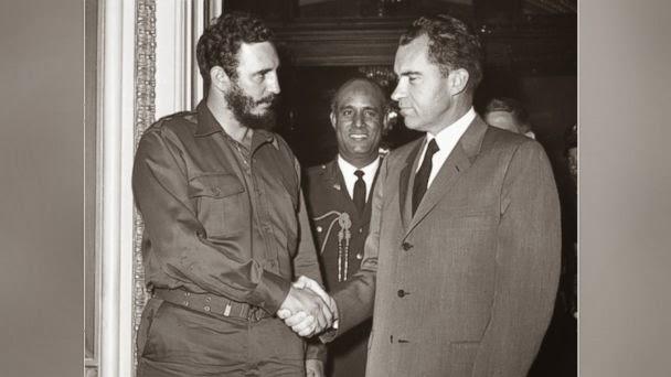 Fidel Castro shaking hands with Richard Nixon
