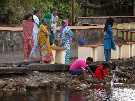 10. Credinciosi hindusi in Mauritius.JPG