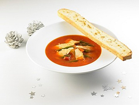 Swensens Hearty Soup red vegetable broth chicken chunks, toasted bread stickchopped parsley