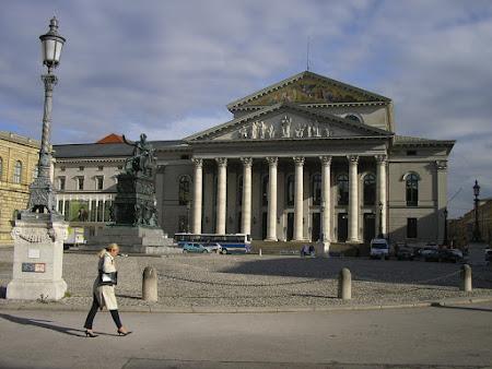 teatrul national bavarez.jpg