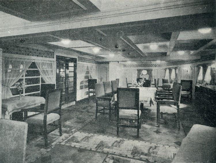 Salon comedor. Foto de la revista INGENIERIA NAVAL. AÑO XI. NUM 95. Mayo 1943.jpg