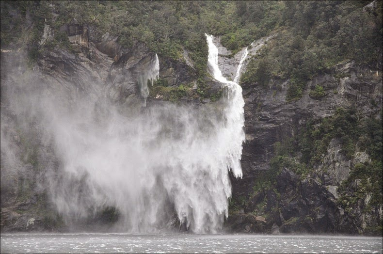 milford-sound-waterfalls-3