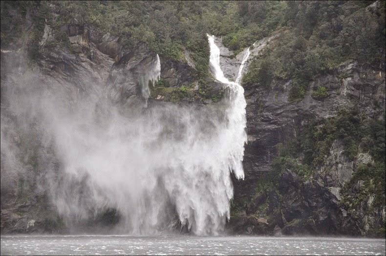 milford-sound-waterfalls-3